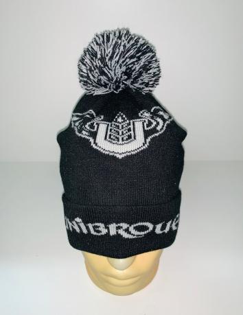 Черная шапка с белым узором