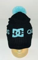 Черная шапка с голубым узором и помпоном