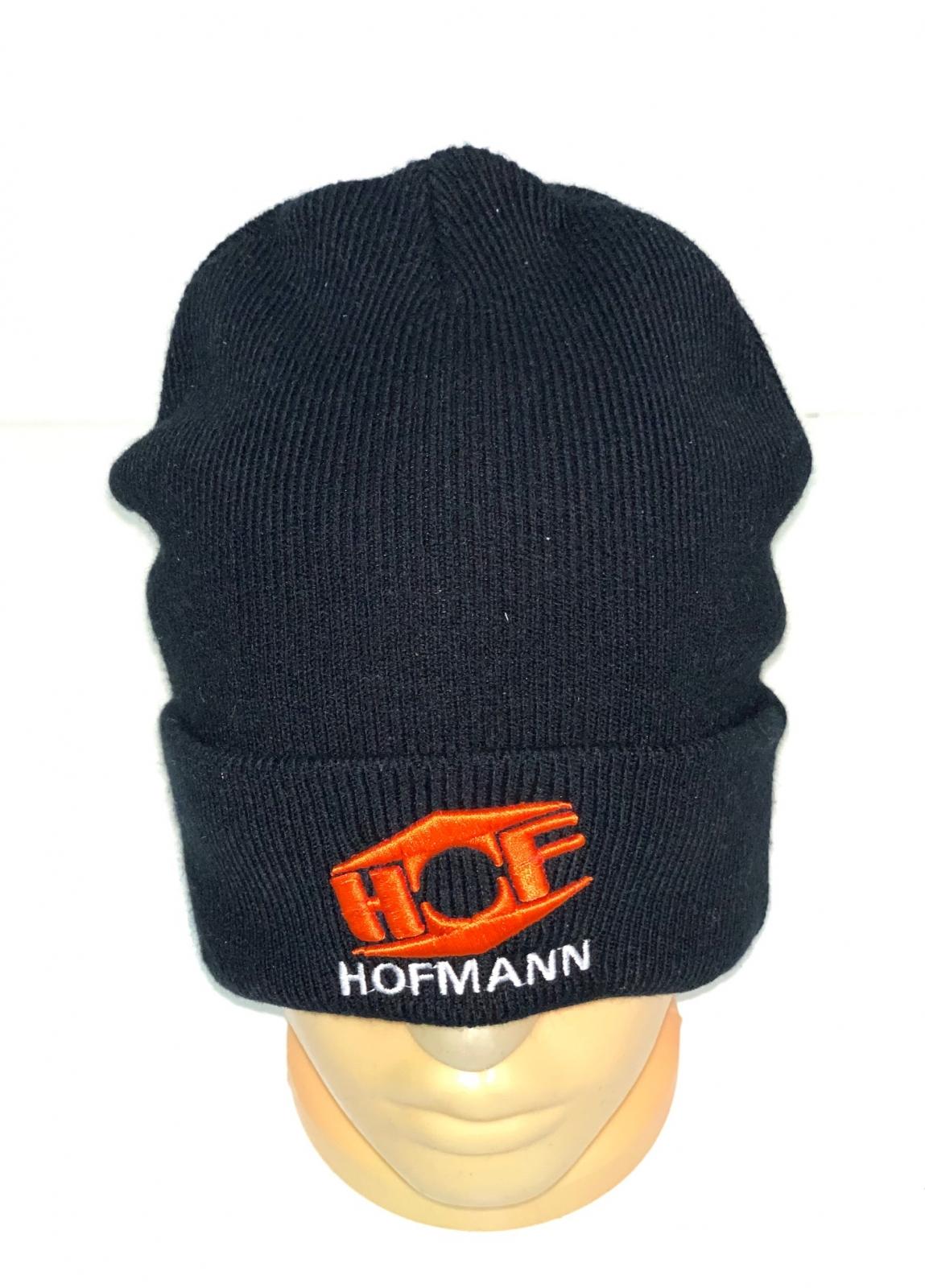 Черная шапка с оранжевой вышивкой