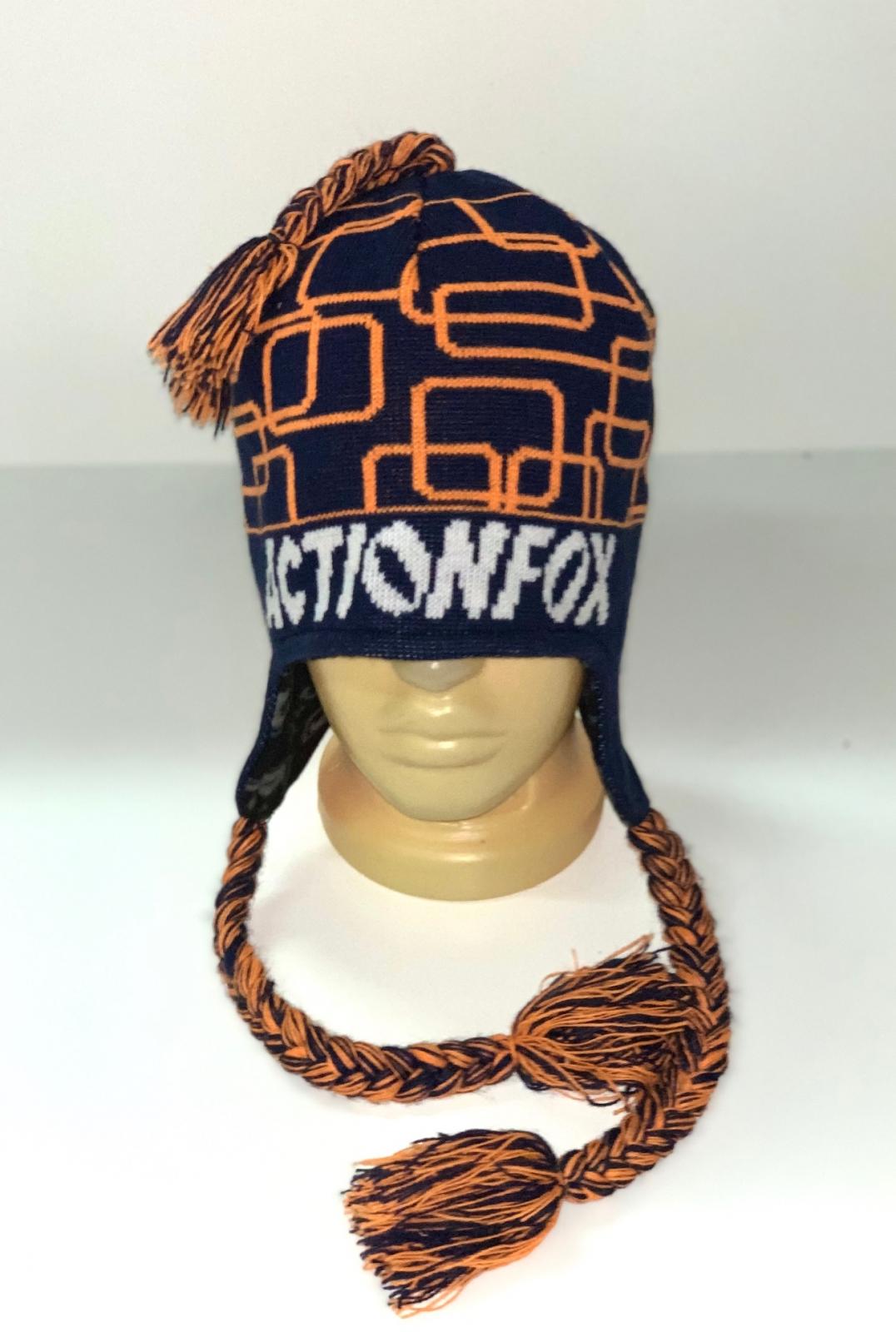 Черная шапка с оранжевым узором и косами