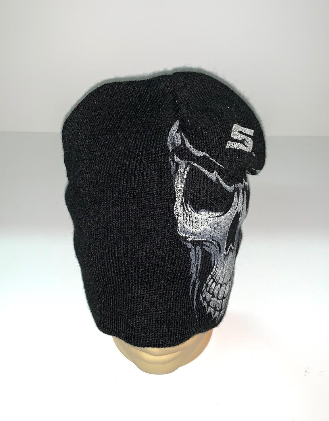 Черная шапка с принтом Череп