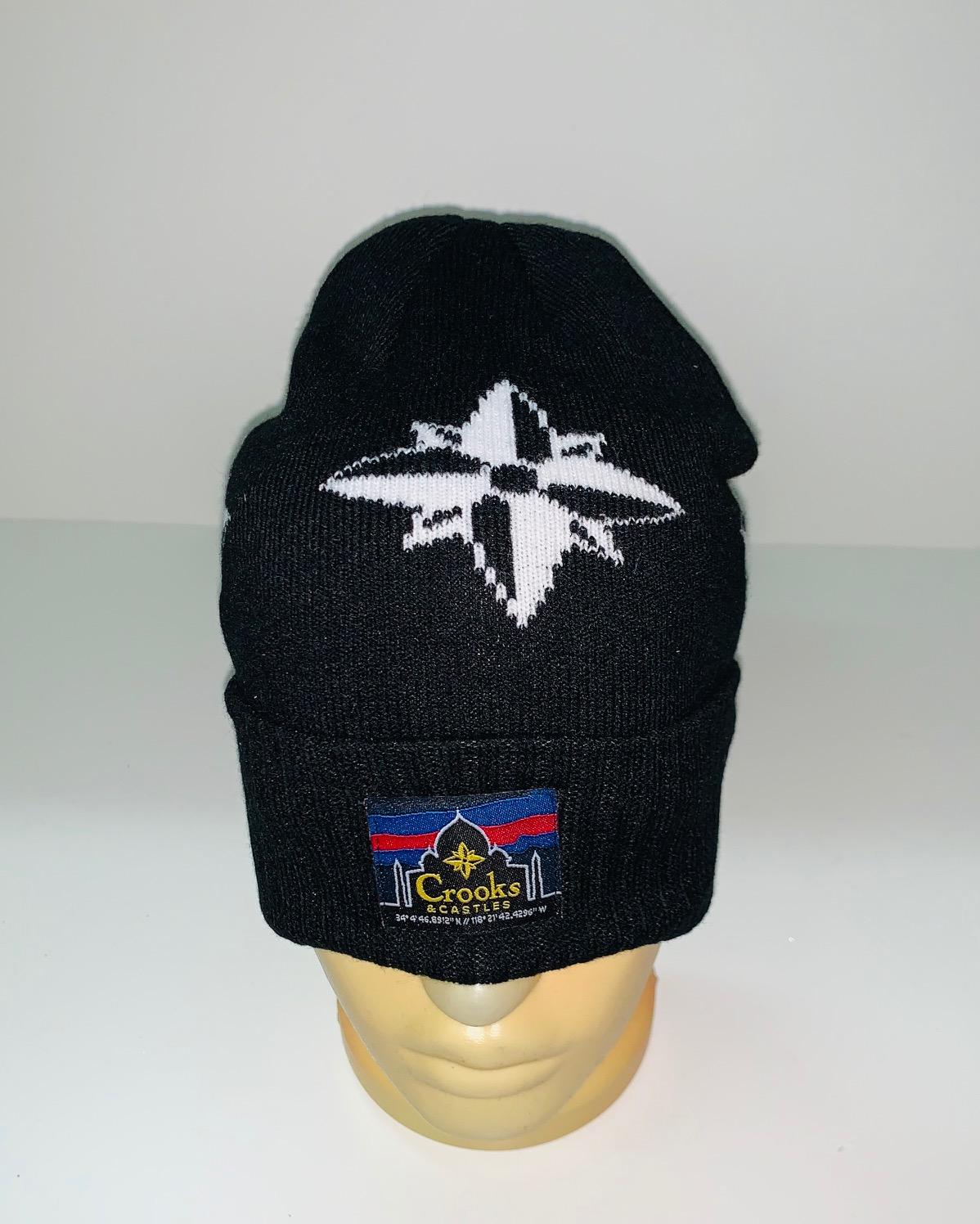 Черная шапка с Розой Ветров