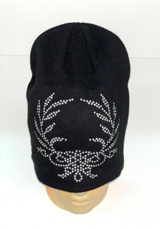 Черная шапка с серебристыми пайетками