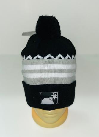 Черная шапка с серо-белыми полосками и помпоном