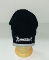 Черная шапка с серой каймой и вышивкой