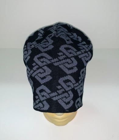 Черная шапка с серым узором