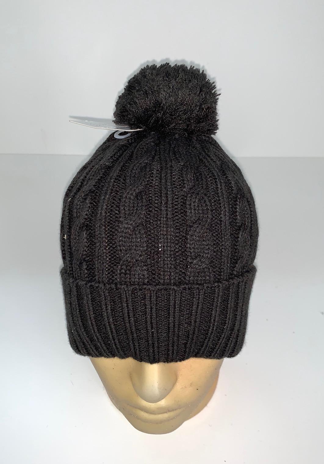 Черная шапка с вязаными косами и помпоном
