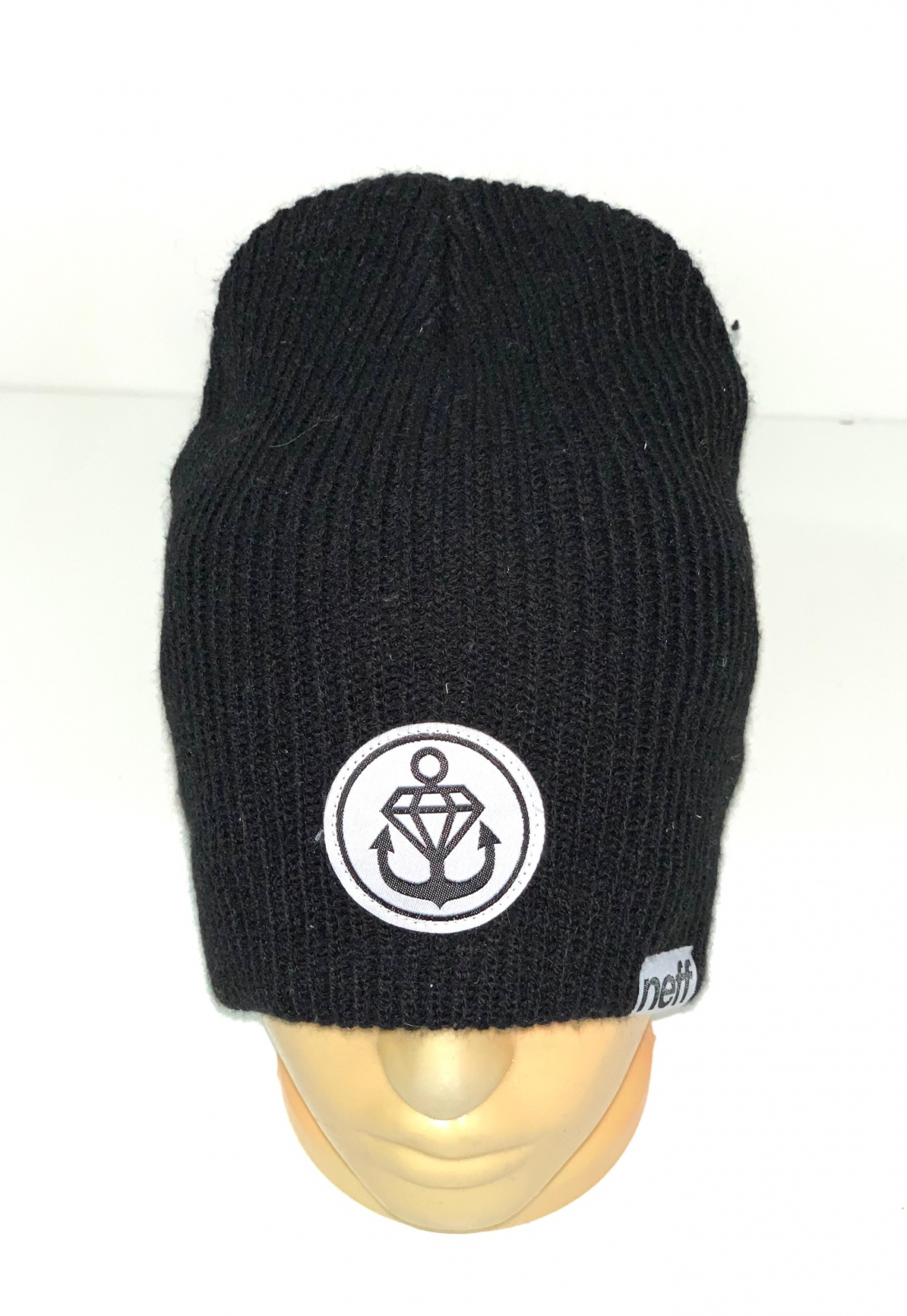 Черная шапка с якорьком
