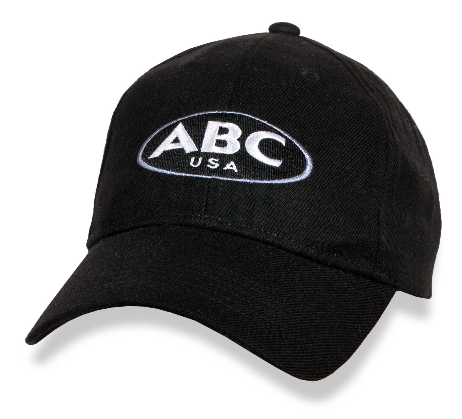 Черная скромная бейсболка ABC