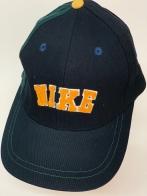 Черная спортивная кепка с вышитой надписью