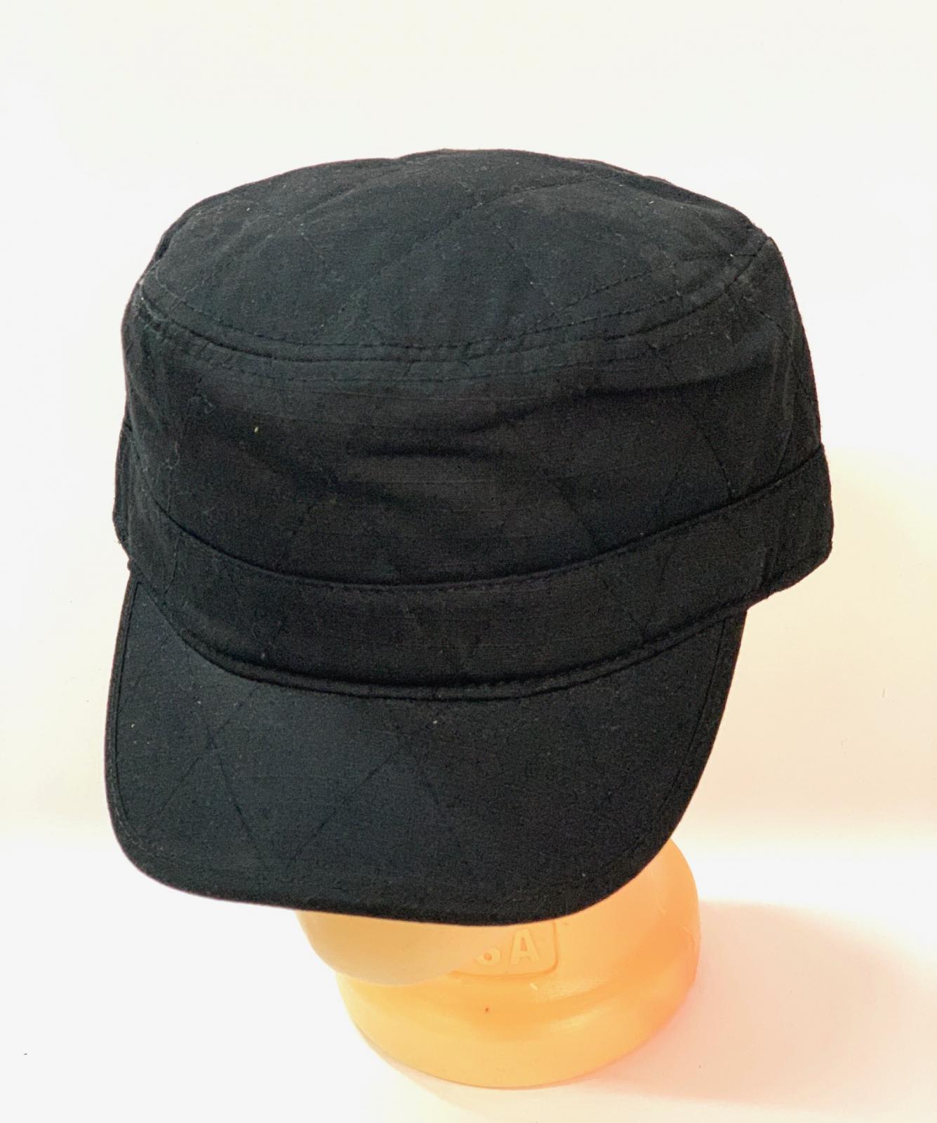 Черная стеганная кепка-немка