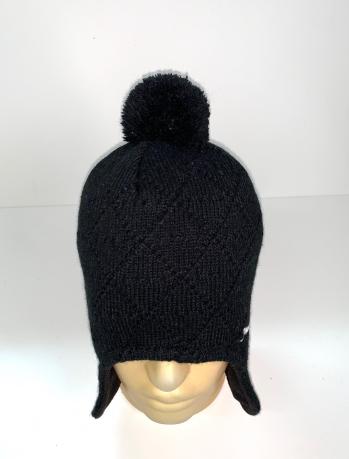 Черная топовая шапка с помпоном