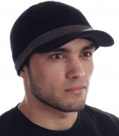 Черная трикотажная шапка с козырьком элегантный вариант