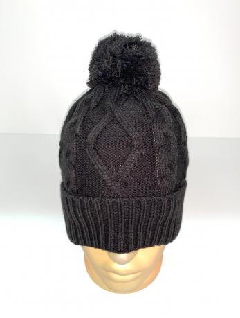 Черная вязаная шапка с помпоном