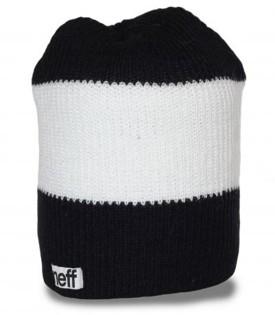 Черно-белая мужская шапка Neff. Современная модель, в которой будет тепло и уютно в любую погоду!