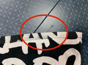 Черно-белое полотенце с надписями