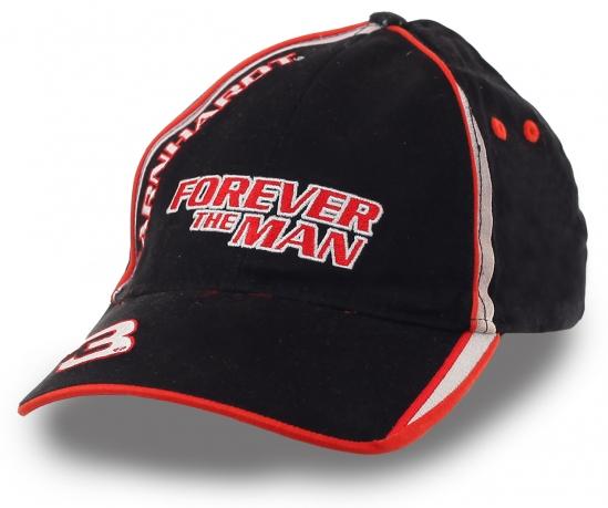 Черно-красная мужская бейсболка Forever the Man – яркий спортивный дизайн в лучших раллийных традициях