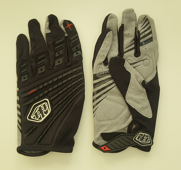 Черно-серые надежные перчатки от Clarino