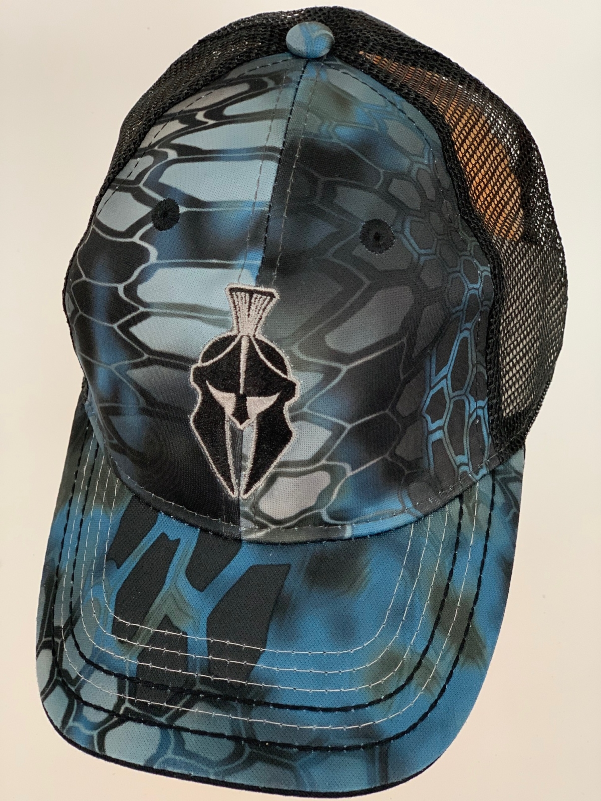 Черно-синяя бейсболка камуфляж Crytek с сеткой