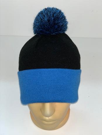 Черно-синяя шапка с помпоном