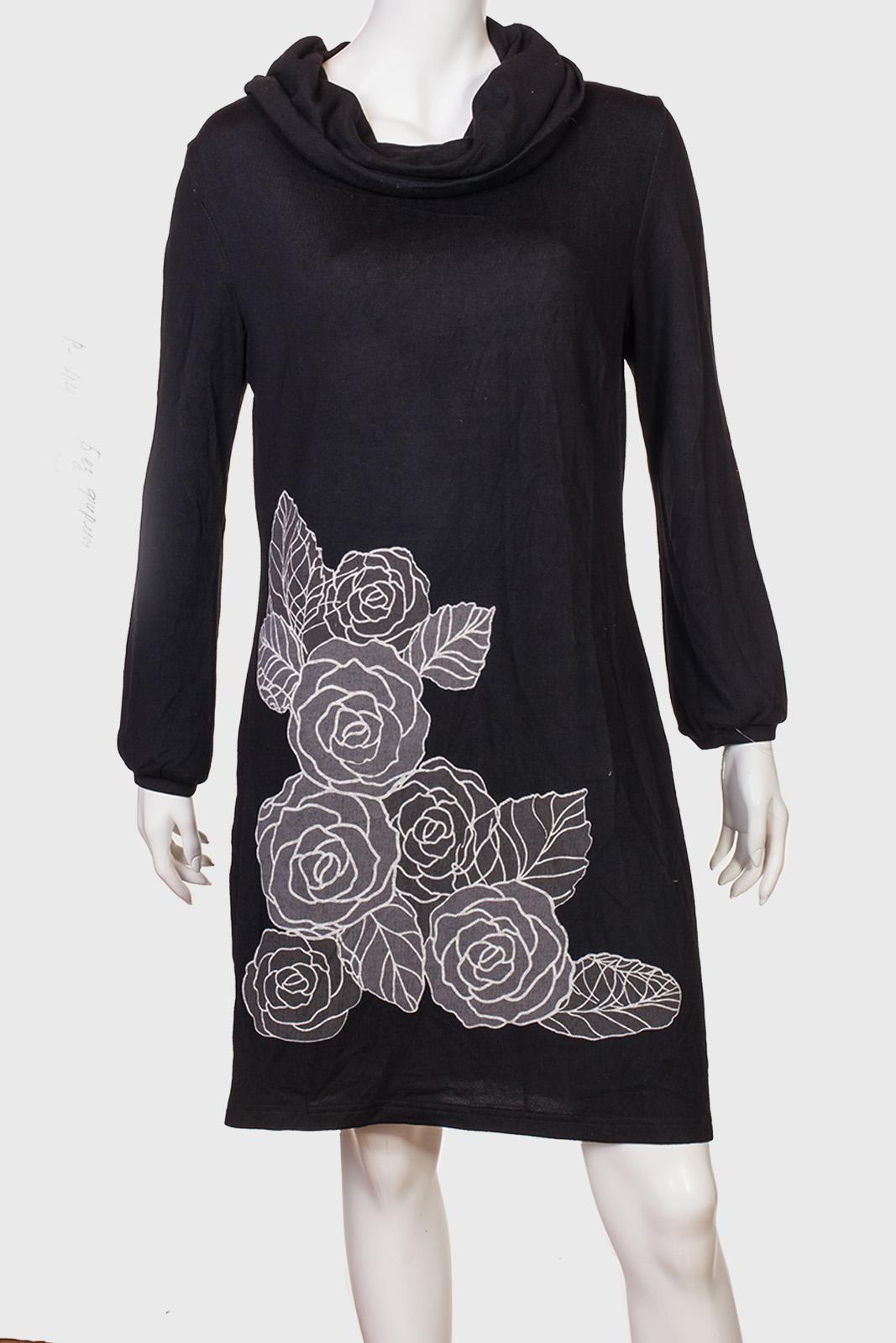 Черное минималистичное платье с розами