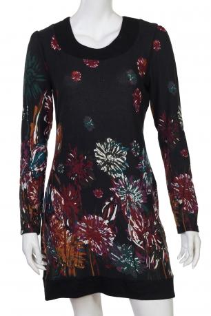 Черное платье с контрастными красочными цветами