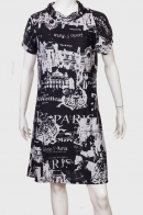 Черное платье с тематическим белым принтом