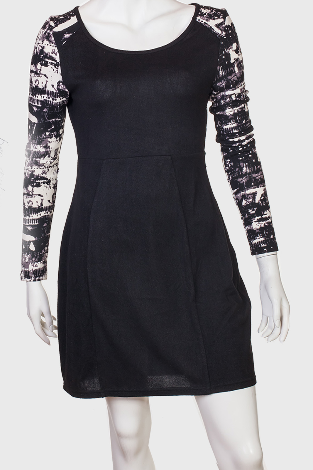 Черное силуэтное платье в стиле Woman in black