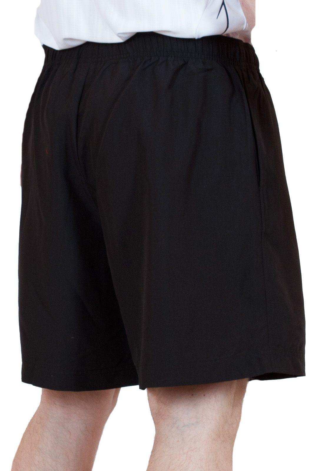 Черные мужские шорты спортивного стиля - вид сзади