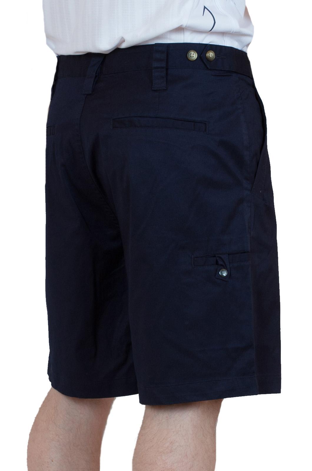 Темно-синие хлопковые шорты для мужчин - вид сзади