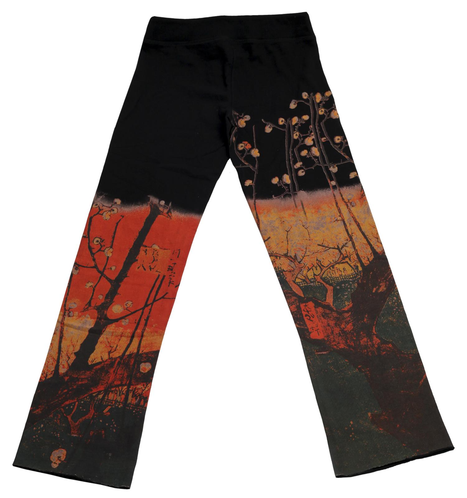 Заказать черные штаны бренда Paparazzi с красочным китайским принтом по специальной цене