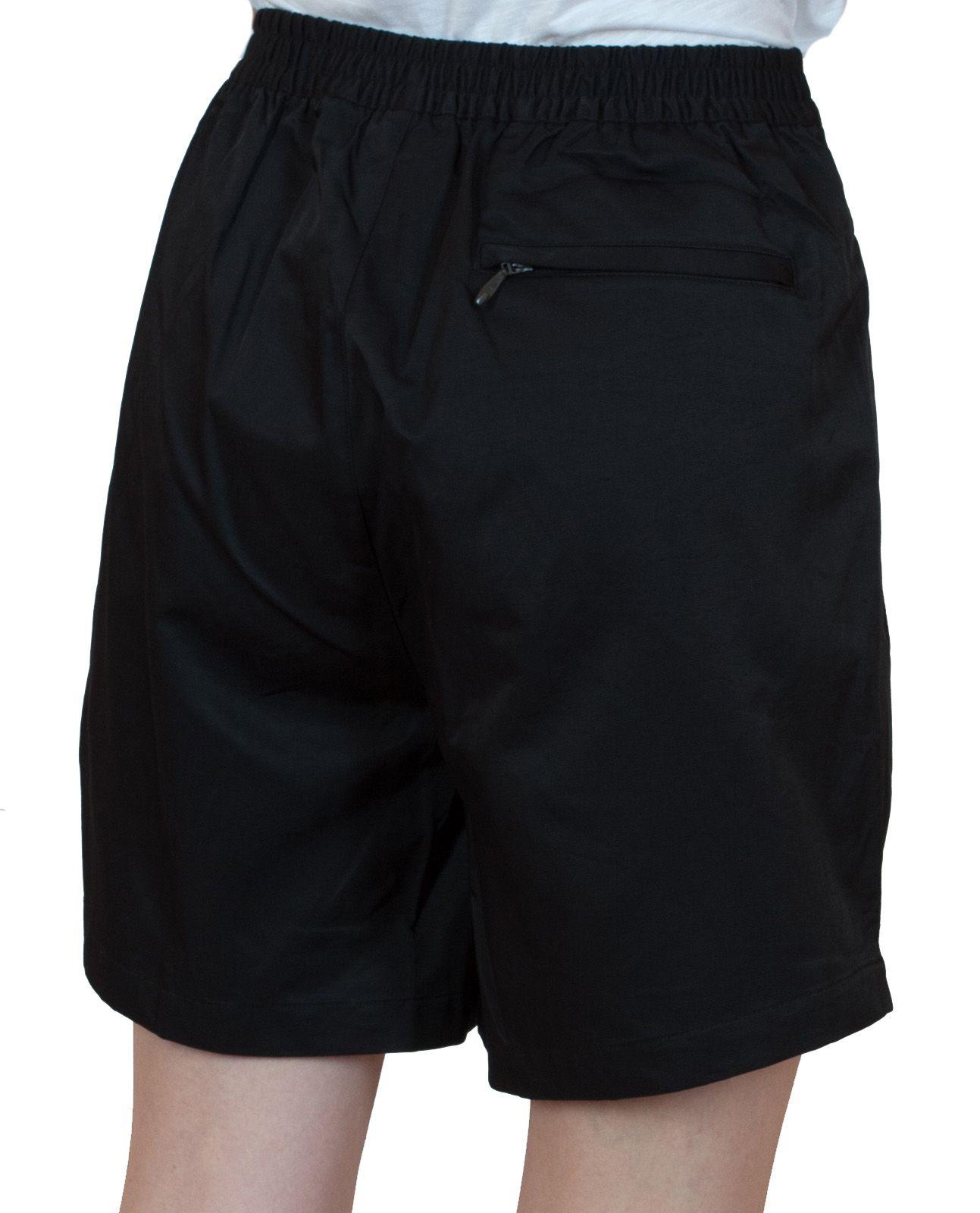Черные женские шорты для спорта - вид сзади