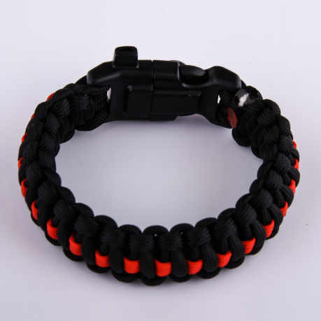Чёрный плетёный браслет