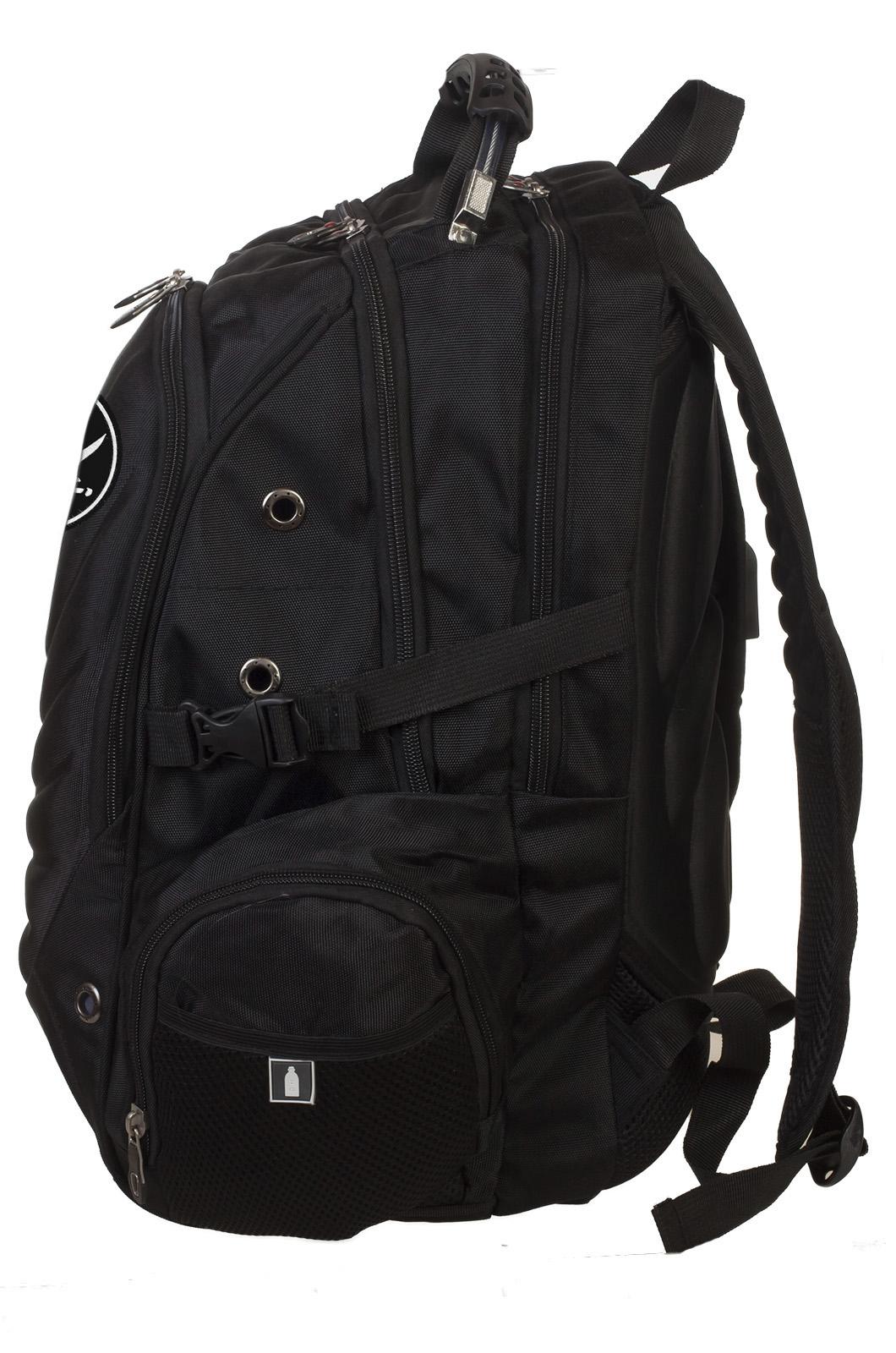 Черный вместительный рюкзак с нашивкой Пиратский флаг - заказать с доставкой