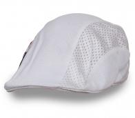 Четкая белая кепка