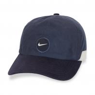 Четкая черная кепка