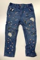 Детские джинсы с прорехами и вышивкой