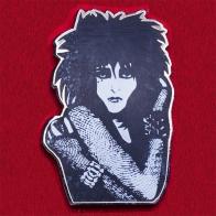 Дизайнерский значок британской рок-певицы Сьюзи от Amant Mort