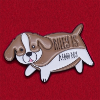 """Дизайнерский значок для любителей собак от Kyle David Hall's """"Райли - хороший мальчик"""""""