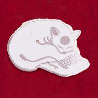 """Дизайнерский значок """"Кот на черепе"""""""