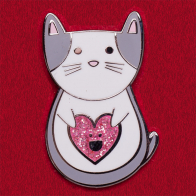 """Дизайнерский значок """"Кот с счастливым розовым сердечком"""" от Diglot"""
