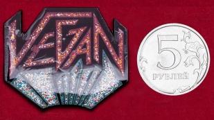 Дизайнерский значок веганов от бренда аксессуаров Vegan Power