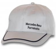 Достойная кепка Mercedes-Benz.
