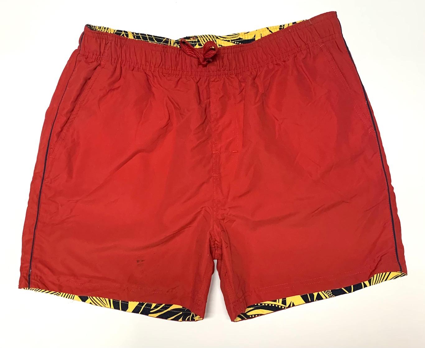 Двухсторонние стильные шорты красного цвета