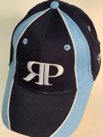 Двухцветная кепка с вышитой надписью