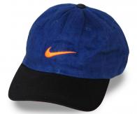 Джинсовая кепка с чёрным козырьком. Нет такой внешности, которой бы не подошла кепка, главное – найти свой фасон, а в Военпро выбор огромен!