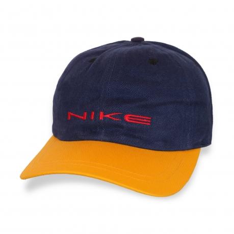 Джинсовая кепка с ярким козырьком