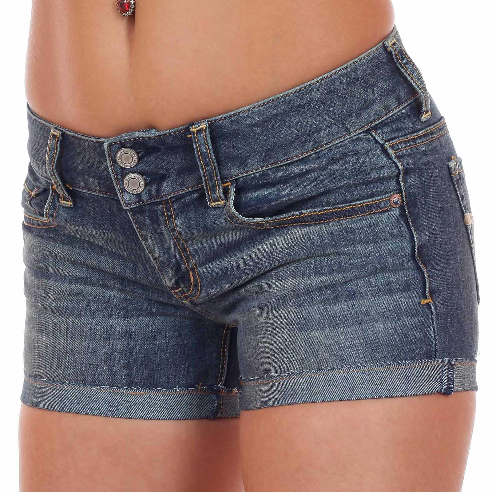 Сколько стоят джинсовые шорты? У нас цена всего 699 рублей!