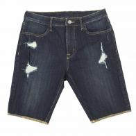 Мужские джинсовые шорты с потертостями.