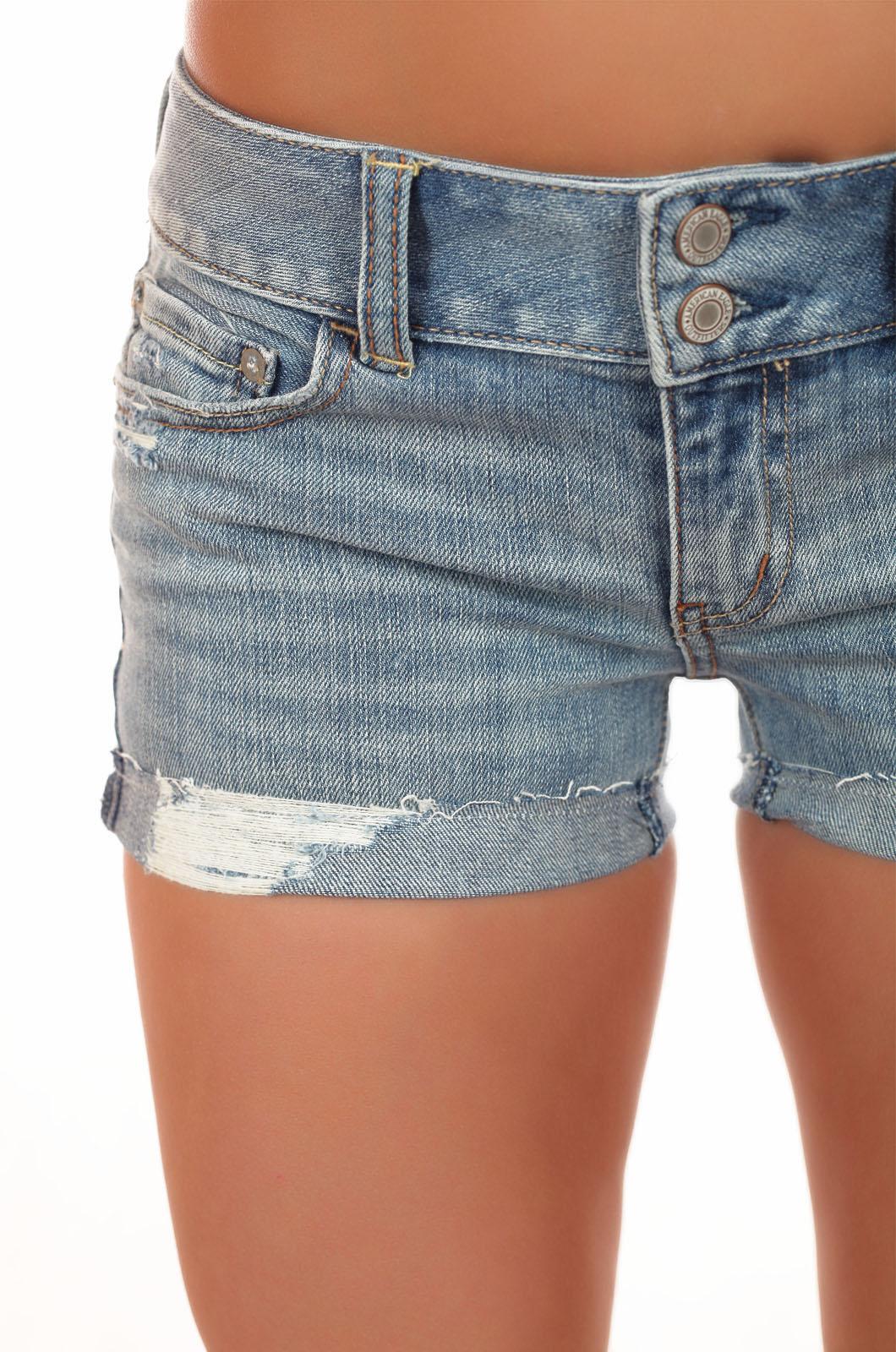 Джинсовые шортики от American Eagle® для покорительниц курортов. В них ты не дойдешь до пляжа в одиночестве!